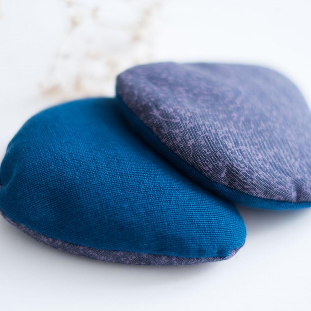 duo de bouillottes s ches chaufferettes de poche petit galet bleu les d cousues. Black Bedroom Furniture Sets. Home Design Ideas